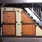 屋根付きガレージの階段下物置【ウエスタンレッドシダー施工例 s20200302-1】